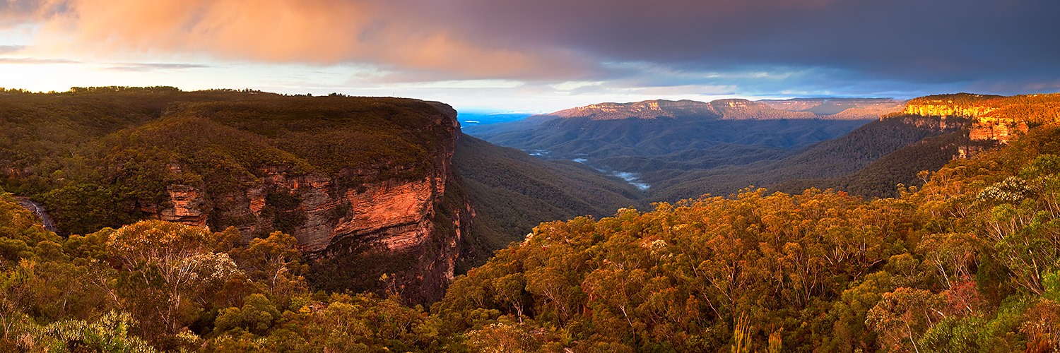 The amazing view from Jamison Lookout in the Blue Mountains